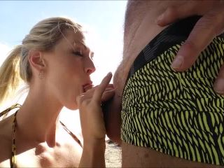 TianaLive - Beach Day Older Man Blowjob [Manyvids]