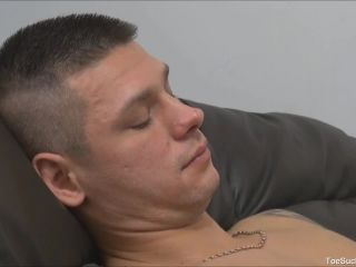 eous twink starts sucking toes and licking