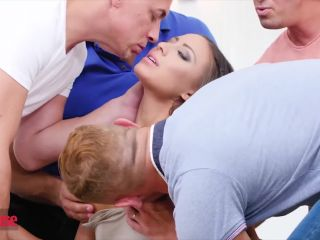 Doghouse - Brunette beauty Cassie Del Isla needs 4 cocks at once to sa ...