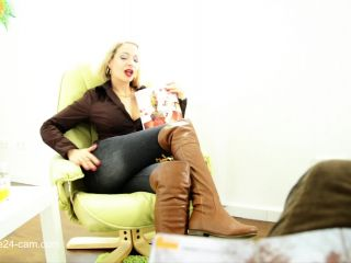 Footfetish 7797-HOT FOOTJOB IN THE WAITING ROOM