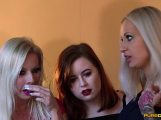 Purecfnm – Caitlyn Smith, Michelle Thorne, Sophie Anderson – Locked Out Naked