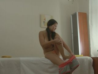 Porn Client sucking massagist dick