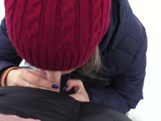 Amateur Young girl doing Blowjob in the cold in the Park 2019
