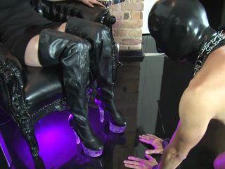 Mistress Blackdiamoond  Boot jerk-off instruction