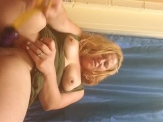 Sister of masterbation babe gets off