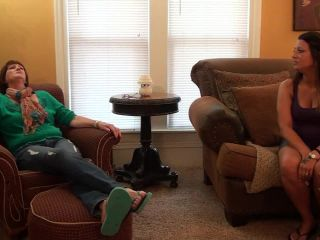 Toes licking – Sweet Southern Feet – Poppy Likes Nieces Friends mouth