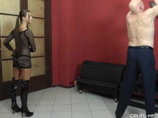 Whipping – CRUEL MISTRESSES – Strokes and shouts Starring Mistress Amanda