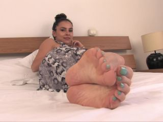 Porn online Shiny soles – Noemis World – Beautiful Tayla barefoot on the bed