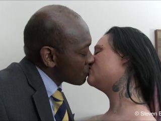 b1ackwood – Curvy pierced tattoed MILF fucked