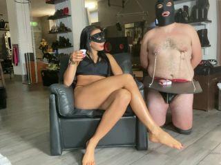 Mistress Gaia – Trovo sempre il modo di rendere utile uno schiavo inutile
