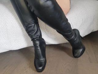 [Manyvids] Adreena_Winters - Leather Cameltoe