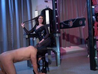 Kinky Mistresses – Mistress Susi – Nylon Worship