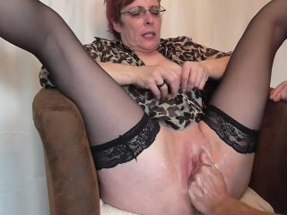 Horny granny amazing deep pussy fisting amateur show