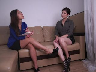 I visit my new therapist Footfisting - Xandra Black