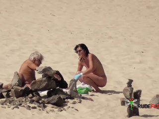 Montser in nude plage