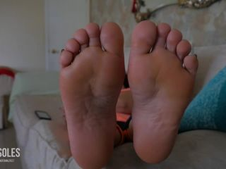Wrinkled soles – Nita's soles on the couch