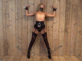 Coxy aka Dominika Jandlova bb503 2020-02-25 – Coxy chained to the wall