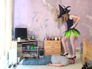 Trampling – Joanna Witch High Heel Shoes Head Trample