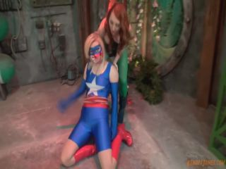 Kendra James Super Heroine World – Kendra James, Amanda Bryant – Poison Ivy Captures Star Girl!