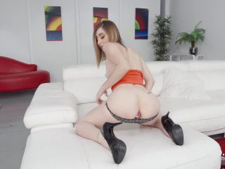 New 01.12.19 Lara Bunny double penetration with dildo and peeing domination