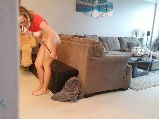 Kinkykatlive – Caught Mommy Masturbating