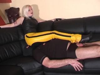 Kelly Kalashnik – Ballbusting while licking My Leather Hine
