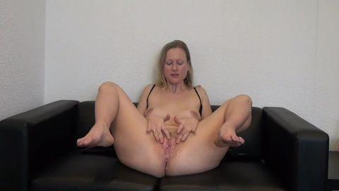 blondehexe - Cuckold Dirtytalk - Lecke mir die Fremdspermafotze [FullHD 1080P]