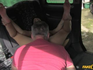 Bitchy Brunette Can't Pay for Ride