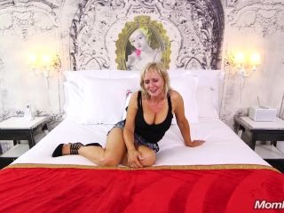 Online porn - MomPov presents Joy in Naughty GILF wet and wild squirter – 02.08.2018 mature