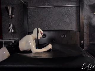 Latex Porn – 7766 – Lara Is Using Rubberboys Cock In The Vacuum Bed