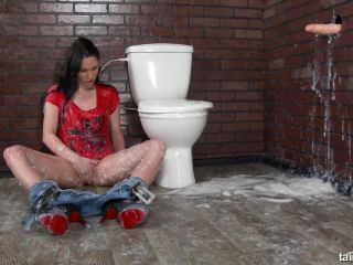 Amatuer - Slime Time On The Toilet! Bathroom Break Gets Messy! - Slime ...