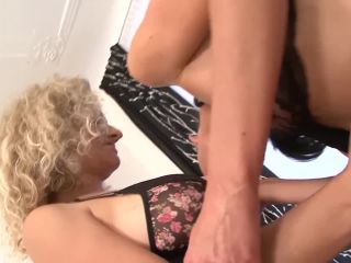 2 milfs take turns dp fucked by black cocks get facial hots interracial