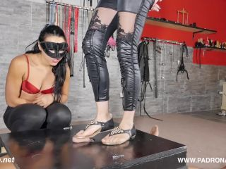 Double Shoejob At The Box – Padrona Era!!!