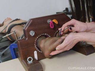 UKTickling - Honour Is Tindra's Naked Tickle Toy