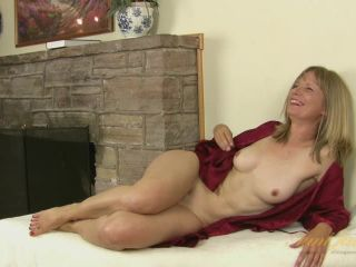 Mature newcomer Lexa Mayfair interviews with Tom Mayes for AuntJudys