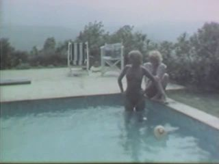 Elles s'éclatent au soleil\Pépées la baise 1979