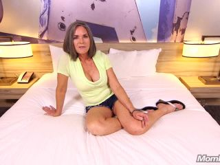 Porn online Mompov.com -   Livia Sexy country cougar trying porn