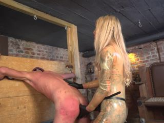 Welcome To Calea Toxic: The Anal Whore - german - smoking vacuuming fetish