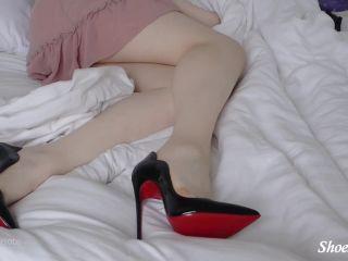 Shiny Shoejobs presents Louboutin Hot Chick Fantasy, handjob on handjob porn