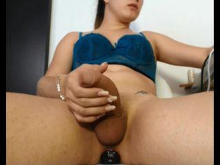 shemale porn | Shemale am masbieren mit einem bh an | shemale porn