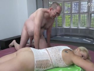 MIA-BITCH - Spezial Massage mit Abspritz Garantie