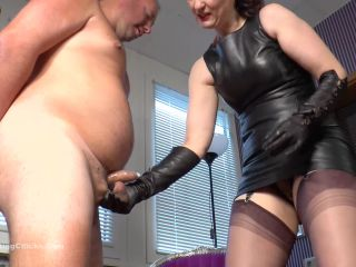 Mistress Victoria Valente nuts squeezed and face slapped