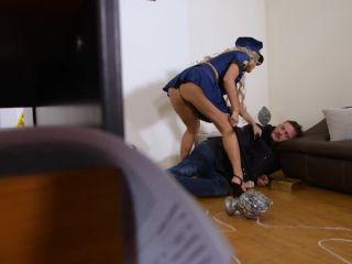 Mia Linz - Sorry, I'M So Horny, Officer!