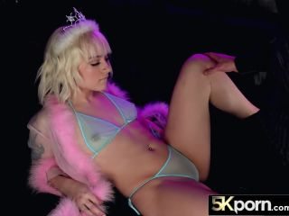 Porn tiny blonde spinner naomi nash in ultra hd fucking