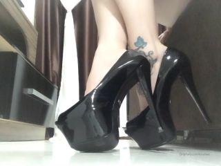 loirafeet  JOI,  on feet porn
