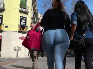 Candid big booty glus divinus!