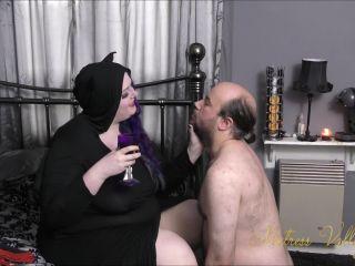 bug crush fetish fetish porn | Spitting – Mxtress Valleycat – Black Mass Initiation Ceremony | submissive