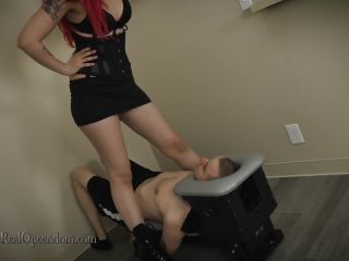 Porn online The Queendom – Mistress Synful Pleasure – Synful Smotherbox
