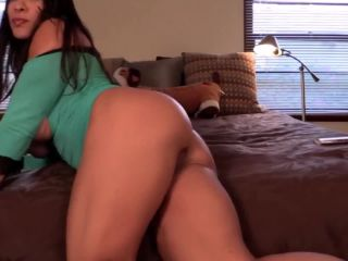 Muscle girl with huge clit masturbating on cam till orgasm