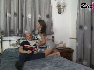 Playing Fortnite with Carolina Abril